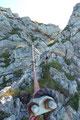 Mit etwas klettertechnischem Geschick stellt auch diese C-Stelle für einen geübten, jedoch schwindelfreien Berggeher keine wirkliche Herausforderung dar. Für einen Anfänger hingegen ist eine Sicherung empfehlenswert!