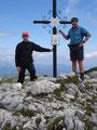 Natürlich gibt es auch ein Gipfelkreuzfoto von uns beiden.
