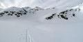 Nach diesem kurzen schweißtreibenden Anstieg erreichten wir den zweiten, auf 2028m Seehöhe liegenden Mittleren Wildalmsee. Nicht drüber, sondern entlang dessen Südufer …
