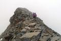 """Aufgrund der bitteren Kälte und der """"NIX-SEH-AUSSICHT"""" gab es nur eine ziemlich kurze Gipfelrast und schwupsdiwups waren wir auch schon wieder weg."""