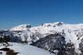 Namhafte Gipfelklassiker des Toten Gebirges, wie Traweng, Gr. Und Kl. Tragl, Sturzhahn und Almkogel erhoben sich im Norden gegen den Himmel.