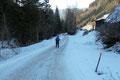 … wir folgten zu guter Letzt der Forststraße zurück zum Parkplatz. Fazit: Eine einsame Schneeschuhwanderung bei Bilderbuchwetter auf zwei absolut empfehlenswerte Gipfelziele. Lg. Das Schneeschuhteam.
