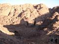 ... hier beschlossen wir den Normalweg zu verlassen und auf dem Pilgerweg zurück zum Katharinenkloster zu wandern. Es war eine gute Entscheidung den hier gingen aufgrund der 2500 Felsstufen nur mehr wenige Touristen hinab.