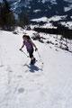 Der ansteilende Hang wandelte sich zur eigentlichen Herausforderung dieser sonst so gemütlichen Schneeschuhtour. Unter schweißtreibenden Stockeinsatz stiegen wir zügig in Kehren bergan.