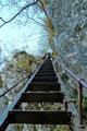 Die letzte 30m hohe Steilstufe wurde ebenfalls mit 2 Leitern überwunden, wobei die vorletzte, die deftigste in diesem Abschnitt war. Satte 72° geneigt führte diese zum Ausstieg des Wasserfallweges. Schwindelfreiheit notwendig, aber sonst Spaß pur!