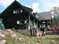 ... und eilten raschen Schrittes zur Lambacher Hütte um uns mit Radler (Ronald/Rudolf) und Apfelstrudel (nur Ronald) zu stärken.