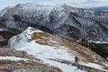 Im Schutze einer Felsnische warteten Angela und ich auf unsere Nachzüglerin, um den Gipfelanstieg gemeinsam anzutreten.