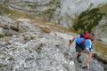 """… der ziemlich ausgesetzte Wandersteig hinauf auf den """"Tauernkogel (2247m)"""" abzweigte. Hier waren Schwindelfreiheit und Trittsicherheit gefordert. Jeder Fehltritt hätte zumindest an dieser Stelle fatale Folgen gehabt."""