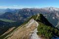… zum Toten Gebirge, auf der oberösterreichisch/steirischen Landesgrenze retour zum Lahnerkogel, dem äußersten westlichen Gipfel.