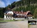 Ankunft am frühen Vormittag beim Präbichlerhof in Eisenerz. Von hier aus sollte die Bergtour auf die zweitgrößte Erhebung der Eisenerzer Alpen, den Eisenerzer Reichenstein, beginnen.