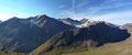 Mit jedem einzelnen gewonnen Höhenmeter eröffnete sich der gewaltige und beeindruckende Rundumblick zu den unzähligen 3000er der Ötztaler Alpen mehr denn je. V.l.n. r. Hintere Schwärze (3624m), Marzellspitze (3500m) & Similaun (3599m).
