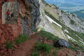 An manchen Wegabschnitten sorgten kleine Rinnsale, die sich den Weg durch die steile Felswand nach unten suchten, für eine angenehme Abkühlung an diesem heißen Tag. Das daraus entstehende Übel, waren die rutschigen Holzstufen.