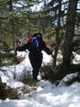 Tourfotograf Rudolf machte dieses netto Foto von mir beim Aufstieg über den Waldrücken.