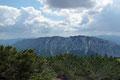 Ob Sommer oder Winter - bereits zum vierten Mal stand ich nun auf diesem Aussichtsbalkon der Ybbstaler Alpen. Das Panorama auf die umliegende Bergwelt begeisterte mich wiederum aufs Neue, wie hier zum Gamsstein (1770m) und Hochkogel (1774m).