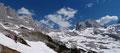 """Vorbei an der Ruine der Grobsteinhütte und über einen Latschenhang erlangte unsere """"Dachstein-Expeditionstruppe"""" den  Hohen Riedel. Ab hier eröffnete sich  erstmals das Panorama auf die Adamekhütte, den Gosaugletscher und den Dachstein."""