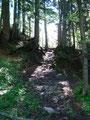 Teilweise bis zum Geröllschutz der Bergschuhe tief einsinkend wateten wir das nächste Stück des Wegverlaufes weiter.
