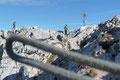 … welche Margit & mich in einigen keuchenden Minuten auf das Gipfeldach des Hexenturms brachten. Eisige Sturmböen pfiffen regelrecht über den 2172m hohen Ennstaler Alpen-Gipfel. Brrrrrr!
