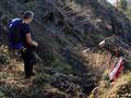 … und schon schlenderten wir weiter. Wie so oft bei unseren Bergtouren hieß es auch hier ein durch Sturmschäden total niedergeholztes Gebiet zu durchwandern.