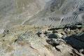 … es in steinigen Serpentinen das Nordostende des ca. 3 km langen Kammes talwärts Richtung Busch-Hütte ging.