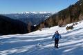 Mit Freude zogen wir unsere Spur in den jungfräulichen Pulverschnee. Von Südwesten leuchteten die weiß gefärbten Bergspitzen der Wölzer Tauern herüber. Einfach herrlich!