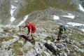 … nutzten wir die zweite Möglichkeit nun aus. Über Felsen und Grasmatten stiegen meine Begleiterinnen und ich in Richtung höchsten Punkt des Kopfes auf.