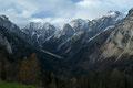Mit zunehmender Höhe steigerte sich die umwerfende Aussicht ums mehrfache, wie hier zum Talschluss des Stodertals. Während sich die Bergspitzen bereits im winterlichen Kleid präsentierten, ...
