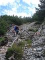 Gleich zu Beginn des Abstieges eine unschwierige seilversicherte Passage.
