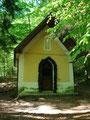 Vom Gasthof Drachenwand folgte ich dem Waldweg zur Theklakapelle.