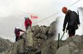 Nur mehr wenige Meter fehlten jetzt noch auf das begehrte Dach des 3511m hohen Gipfel der Glocknergruppe. Michi hatte es bereits geschafft … das übliche Spiel … und …