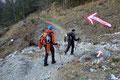 … zum Schotter gefüllten Hochpfadgraben hinab folgte. Offensee 15 Minuten hieß es für die vorletzte Strecke.