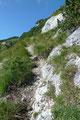 Vor Erreichen des Gipfeldaches drehte sich der schmale Steig jedoch noch einmal in die Südflanke des Berges und …