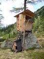 … bis zu diesem erste Klasse Jägerstand inklusiver kleiner Hütte für den vierbeinigen Begleiter.