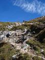 Leider kommt die Steilheit des Geländes selten auf Fotos so rüber wie sie tatsächlich ist.. Also, der Gipfelsturm war schon sehr steil. Fast senkrecht gings hinauf.