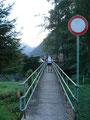 Gleich zu Beginn, mussten wir auf dieser schmalen Brücke den Rindbach überqueren.