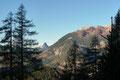 Und wenn sich dann das Laub, die Nadeln mal etwas lichteten, eröffnete sich sofort ein beindruckender Panoramablick zum Toten Gebirge.