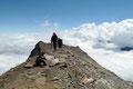 Geschafft!!! Nur ein Steinmännchen markierte den 3396m hohen Gipfel.