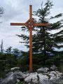aber sehr schöne Gipfelkreuz unbeschadet nach etwa 2 Stunden und ...