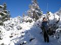 Weiter geht es durch den Schnee zum Katrin-Gipfelkreuz