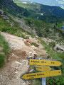 Die Grube unterhalb des Rippeteck war in Windeseile erreicht und ich stieg jetzt rechts über eine schottrige Steilstufe zu den Gasselseen ab.