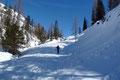 Im Eilzugstempo wurde sie sozusagen links liegen gelassen und unser 6-köpfiges Schneeschuhteam verfolgte die fortlaufende Rinne bergwärts.