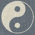 Yin Yang Symbol aus weißem carrara Marmorsplitt und Basaltsplitt