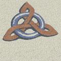 Zeichen Keltischer Knoten aus farbigem Splitt - keltisches Symbol Triskel