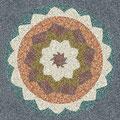 Mandala aus buntem Splitt