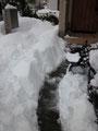 せっせと雪かきスタートです。