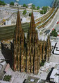 La cathédrale de Cologne dont on pourrait penser qu'elle a été dédiée à Saint Christophe, saint des transports, tant les voies de chemins de fer voisines semblent l'avoir annexée