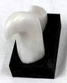 Eisbär, Marmor auf Holzsockel, H7xB5xT7 cm