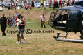 Arrivée de Diams, en hélicoptère au lac des sapins, pour le Scoop Music Tour 2006 / Photo : Anik Couble