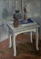 Atelierstilleben - Petroleumlampe und Glas auf weißem Hocker∙ 1966-68 ∙ Öl auf Leinwand ∙ 70 x 50 cm