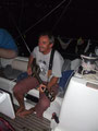 Skipper Jochen beschallt die Crew mit Livemusik.