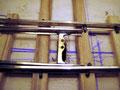 Weichenbau II: Die Stellschwelle mit den Löchern für den Stellstift und für die Anlenkung der Weichenlaterne